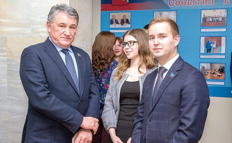 Заседание Дискуссионного клуба при Молодежном парламенте области
