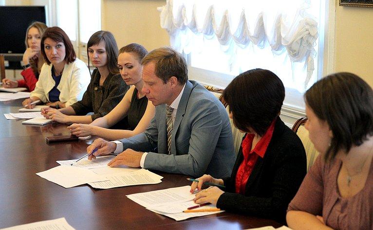 Андрей Кутепов провел встречу смногодетными родителями