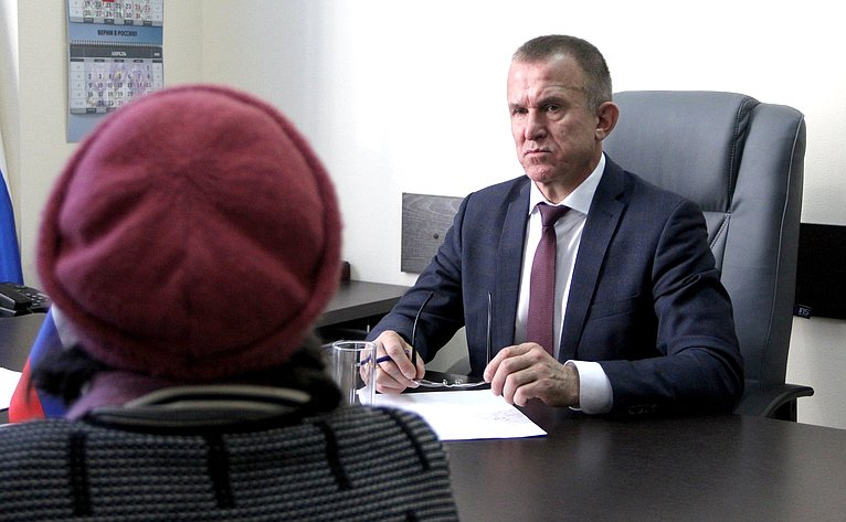 Владимир Кравченко провел прием граждан