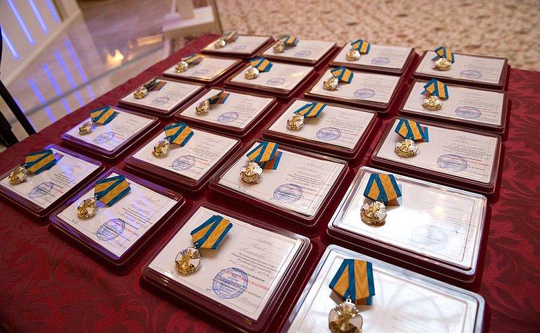 Торжественная церемония награждения ичествования детей иподростков, проявивших личное мужество вэкстремальных ситуациях