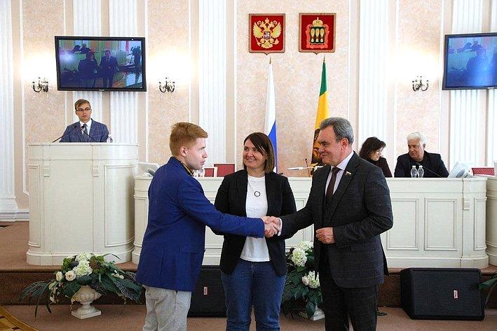 Юлия Лазуткина приняла участие вIX заседании Молодежного парламента при Законодательном Собрании региона