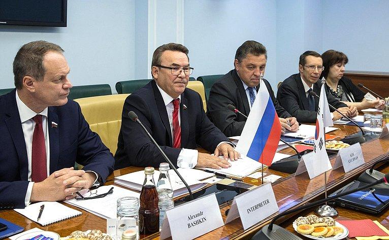 Рафаил Зинуров провел встречу сделегацией Национального собрания Республики Корея воглаве сдепутатом Ким Гю Хваном