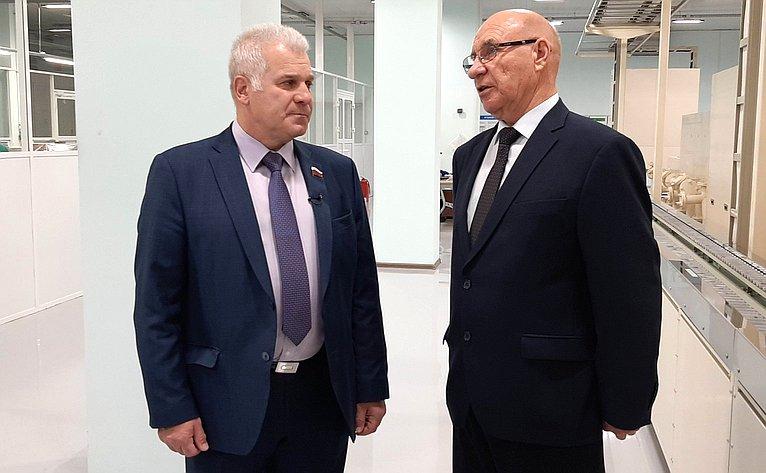 С. Мартынов посетил завод полупроводниковых приборов вЙошкар-Оле