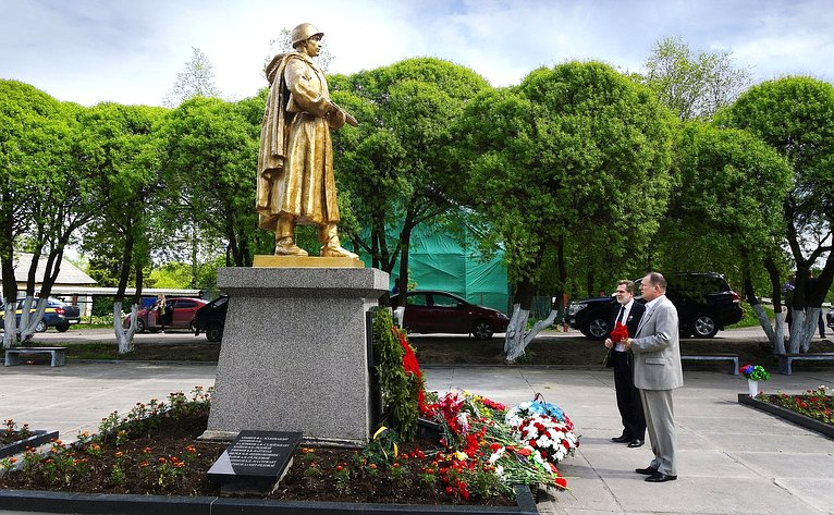 Сергей Катанандов входе поездки врегион принял участие вторжествах вчесть Дня Республики
