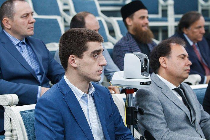 Ильяс Умаханов провел встречу с группой паломников, направляющихся в Хадж 2014 года