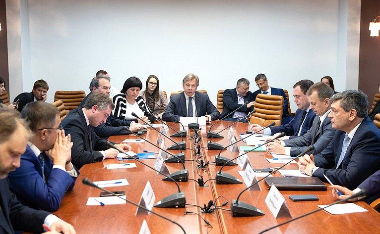 Расширенное заседание Комиссии натему «Нарушение прав российских журналистов ипредставителей русскоязычной общины наУкраине ивПрибалтике: информационное иполитическое противодействие»