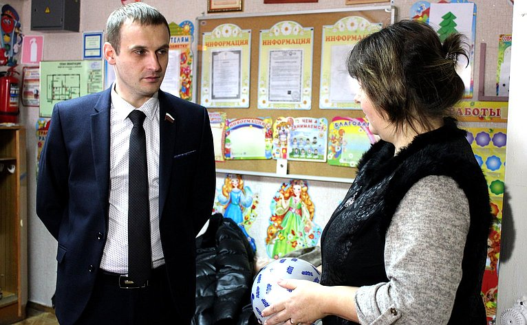 Сергей Леонов посетил ряд социальныхобъектов Глинковского района