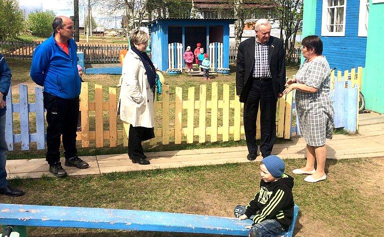 Валерий Марков входе поездки врегион посетил школу идетские сады вселе Большелуг
