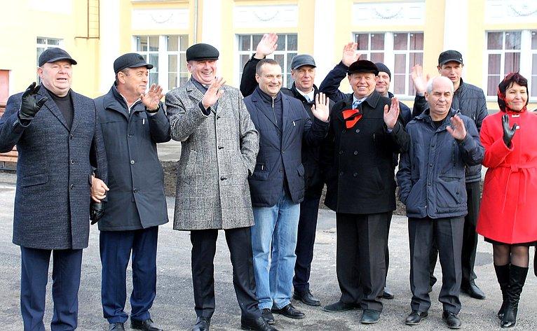 Владимир Лаптев принял участие вторжественном открытии сквера «Дворцовый» вгороде Куйбышеве