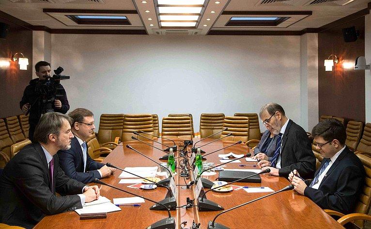 Встреча председателя Комитета СФ помеждународным делам Константина Косачева сЧрезвычайным иПолномочным Послом Норвегии вРФ Лейдульвом Намтведтом