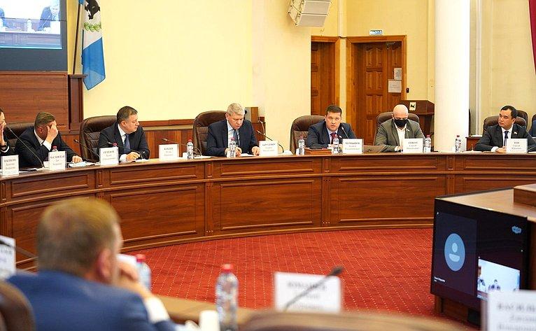 Андрей Чернышев принял участие вобщем собрании членов Ассоциации муниципальных образований Иркутской области