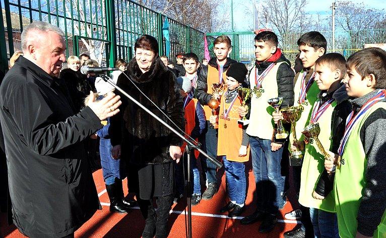 Владимир Бекетов врамках работы врегионе посетил муниципальное образование Успенский район