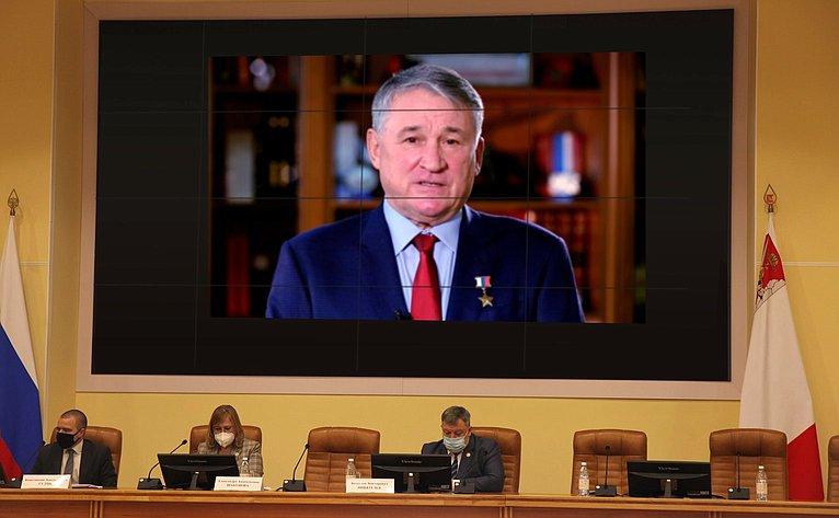 Заместитель Председателя Совета Федерации Юрий Воробьев выступил напленарном заседании Российского научного форума «Экология иобщество: баланс интересов»