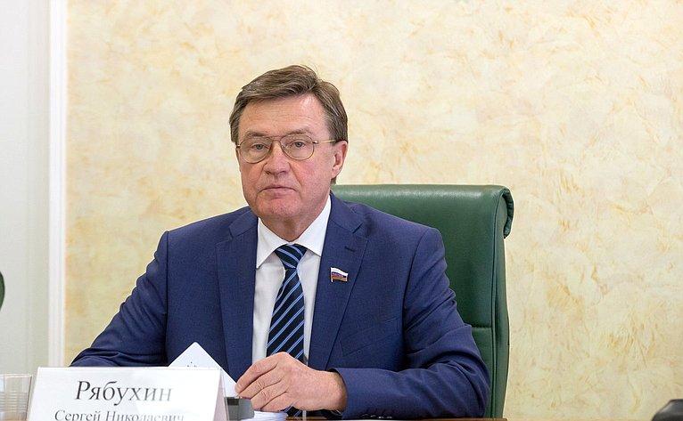 С. Рябужин
