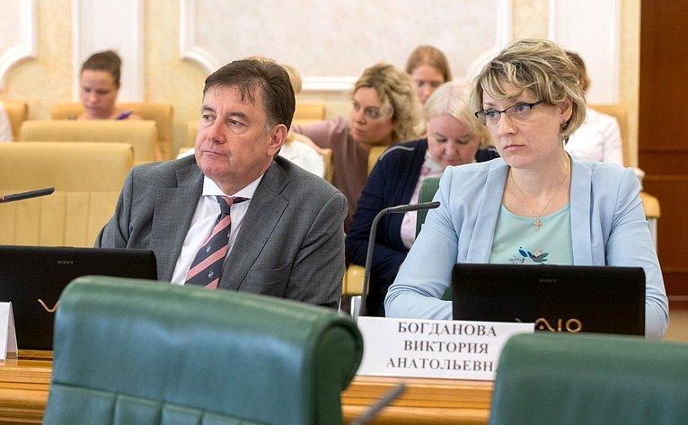 В. Момотов иВ. Богданова