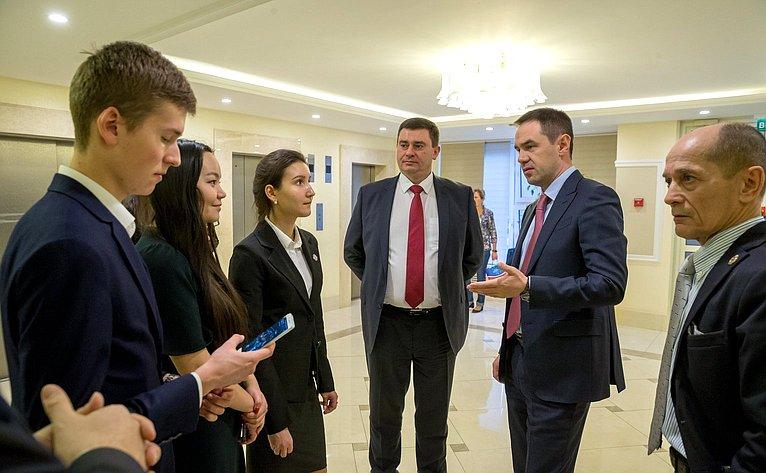 Мурат Хапсироков открыл фотовыставку, приуроченную к100-летию Финансовой академии при Правительстве РФ