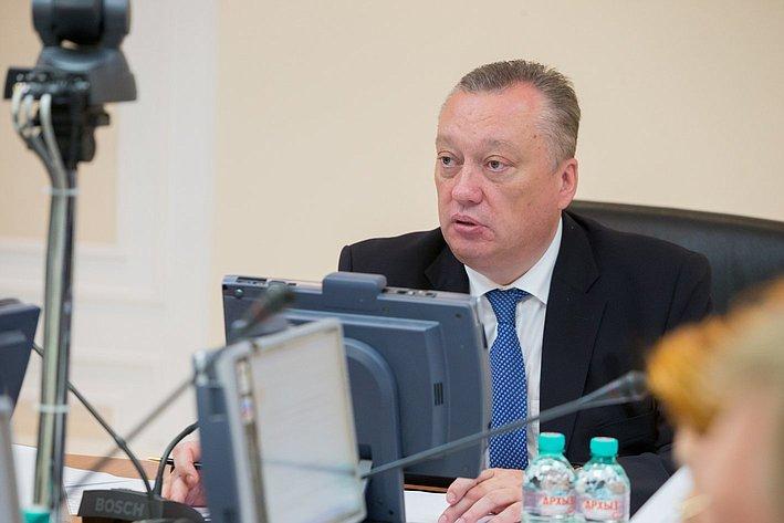 Заседание Комитета по Регламенту и организации парламентской деятельности. Тюльпанов