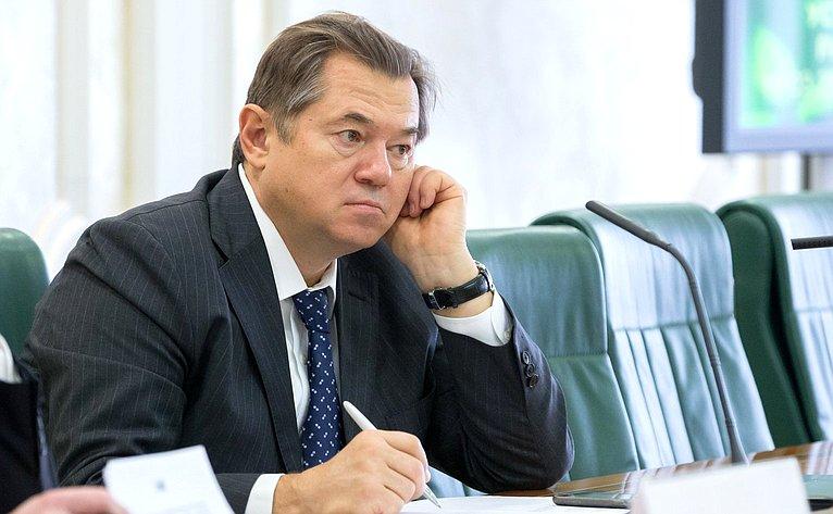 С. Глазьев
