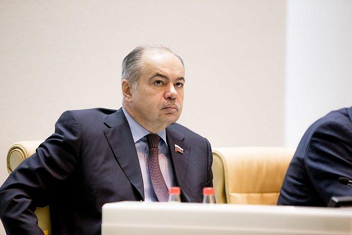 И. Умаханов 371-е заседание Совета Федерации
