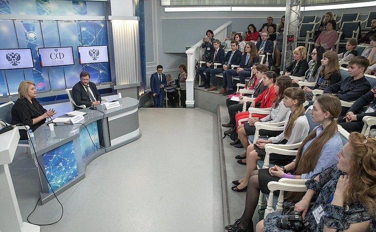 Встреча Л. Гумеровой сучастниками XXVI Всероссийских юношеских чтений имени В.И. Вернадского