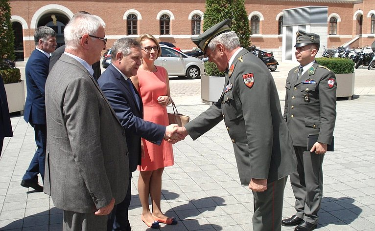 Встреча сенаторов спредставителями Минобороны Австрии