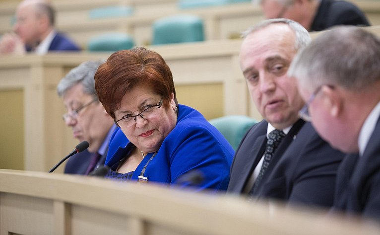 Л. Козлова на386-м заседании Совета Федерации