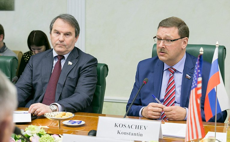 Сенаторы Константин Косачев иИгорь Морозов