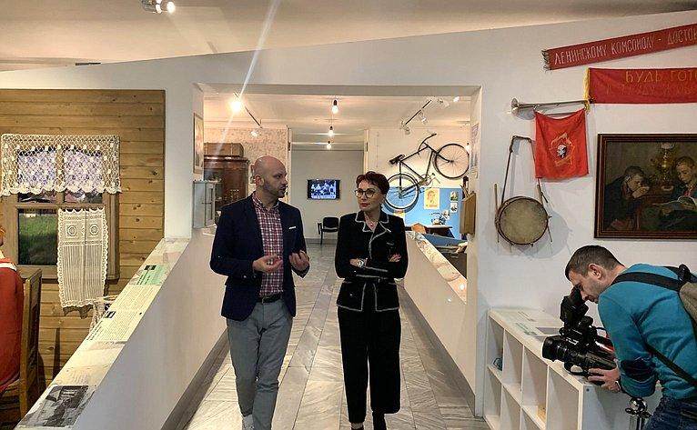 Татьяна Кусайко посетила выставку «Окна «Полярной правды»