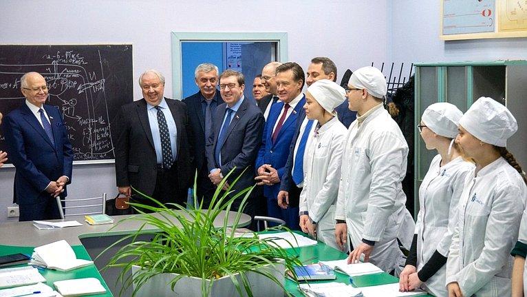 Сенаторы СФ приняли участие ввыездном заседании Совета поразвитию цифровой экономики при Совете Федерации
