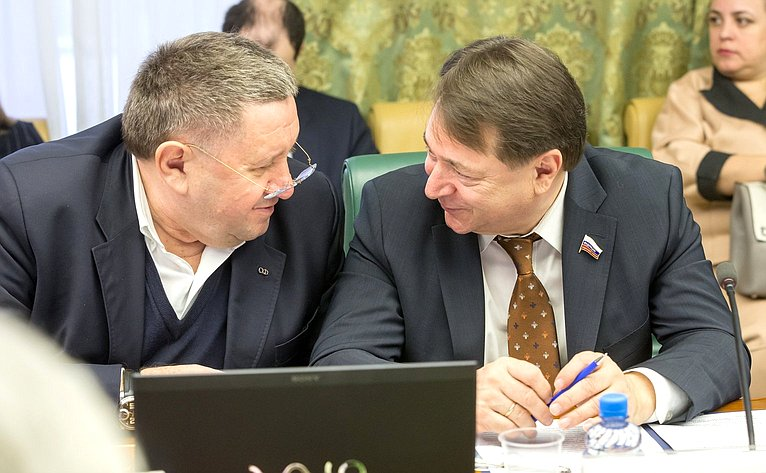 М. Пономарев иС. Шатиров