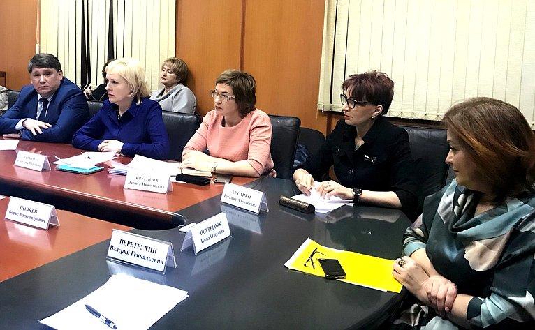 Татьяна Кусайко приняла участие врасширенном совещании под председательством заместителя губернатора Мурманской области Инны Погребняк