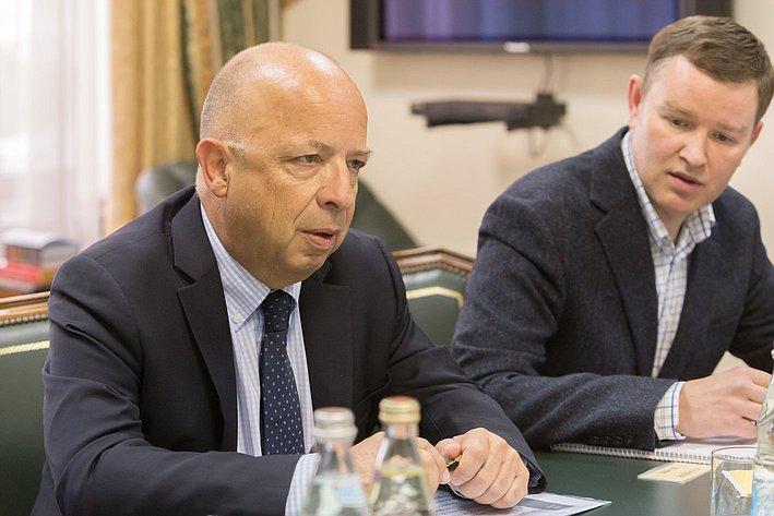 Ю. Воробьев провел встречу с региональным директором МККК по Европе и Центральной Азии Лораном Корбой