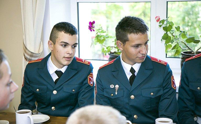 Встреча Юрия Воробьева скомандирами взводов кадетской школы