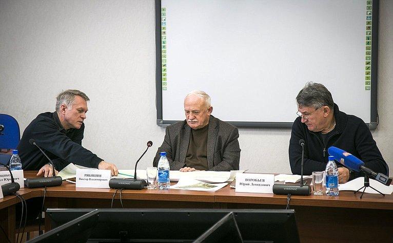 Ю. Воробьев проинспектировал ход работ построительству набережной Вытегры