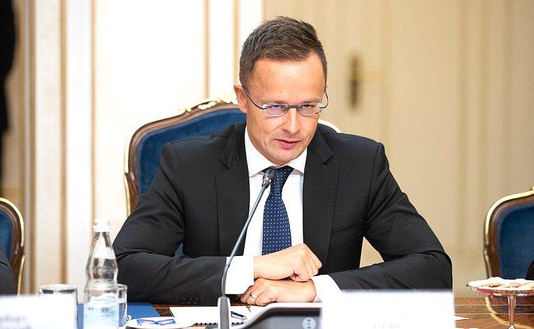 Встреча Н. Федорова сМинистром внешних экономических связей ииностранных дел Венгрии П. Сийярто