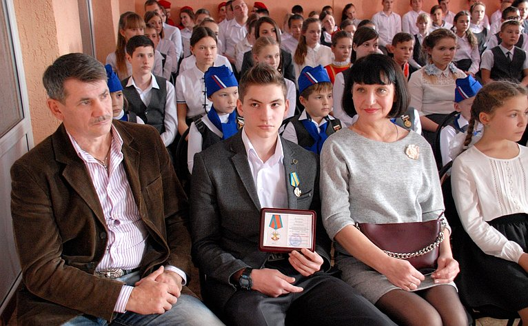 Владимир Бекетов принял участие вторжественном мероприятии вМБОУ СОШ №2 города Гулькевичи