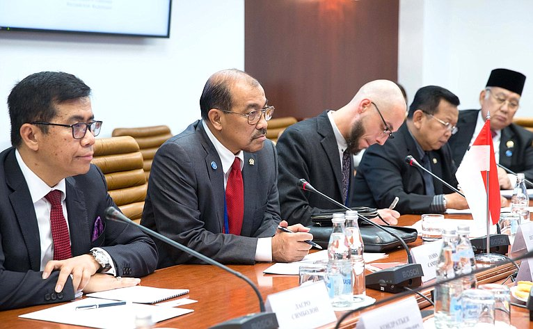 Встреча сзаместителем Председателя Совета представителей регионов Республики Индонезии Ноно Сампоно
