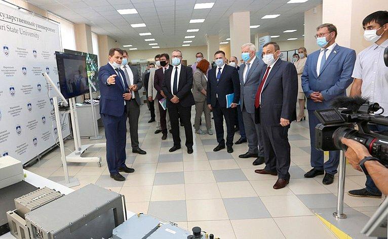 Константин Косачев посетил выставку достижений вобласти науки, техники итехнологии Поволжского государственного технологического университета