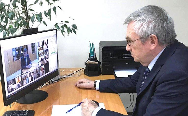Владимир Бекетов принял участие ввидеоконференции пореализации программ дополнительного профессионального образования врегионе