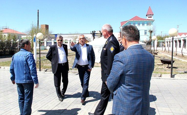 Баир Жамсуев провел совещание, вкотором приняли участие начальник Пограничного управления ФСБ России поЗабайкальскому краю
