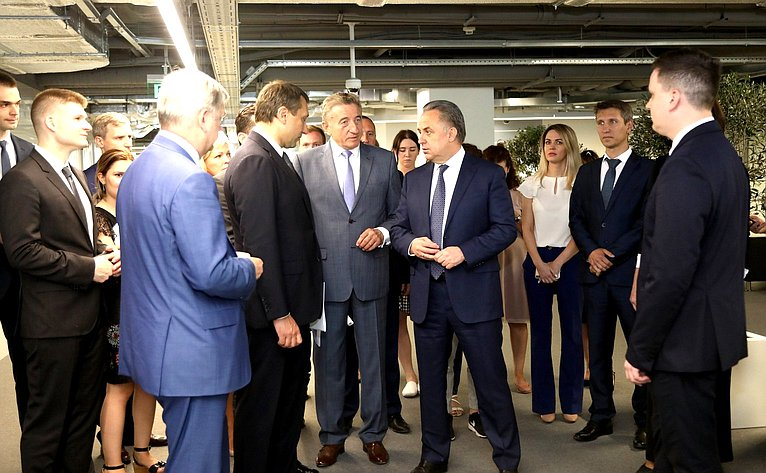 Сергей Лукин всоставе Правительственной делегации воглаве сВиталием Мутко посетил единый сервисный центр АО «Банк ДОМ. РФ»