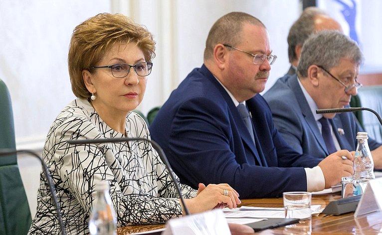 Г. Карелова, О. Мельниченко иА. Чернецкий