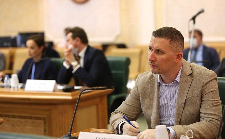 «Круглый стол» натему «Вопросы законодательного обеспечения интересов России вглобальном илокальном интернет-пространстве»