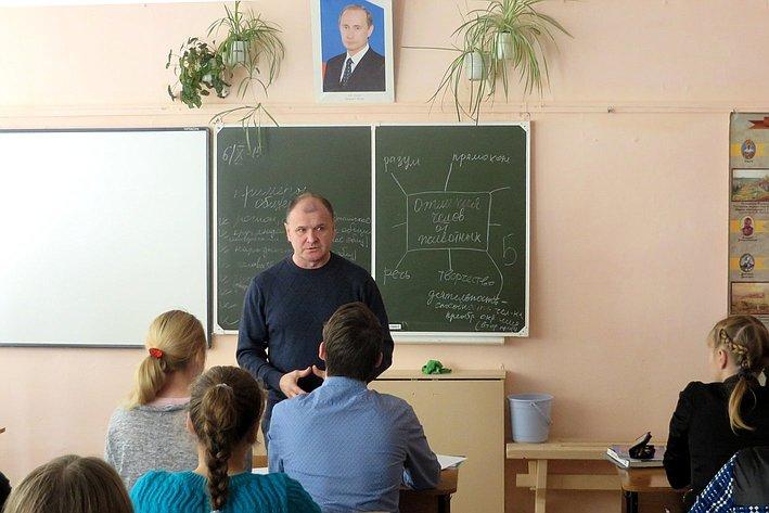 Игорь Чернышев провел  выездной прием граждан в Кривошеинском районе области