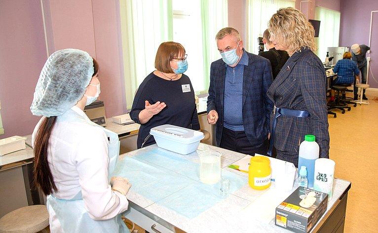 Сенаторы РФ врамках выездного заседания Комитета СФ понауке, образованию икультуре вСалехарде посетили социальные объекты