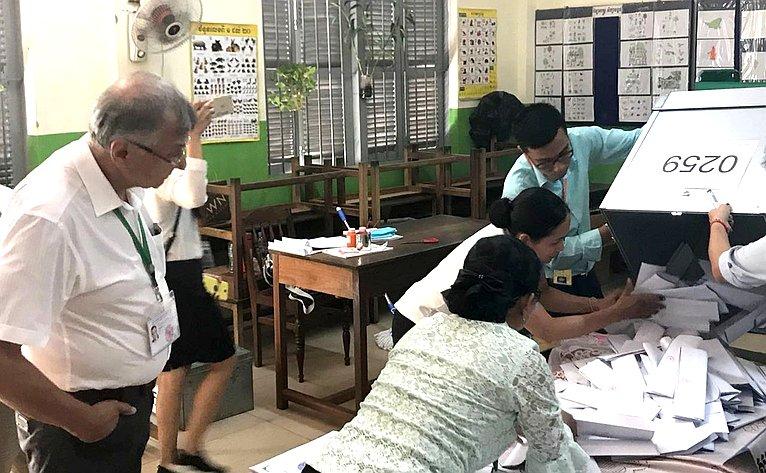 Сенаторы приняли участие внаблюдении завсеобщими парламентскими выборами вКоролевстве Камбоджа