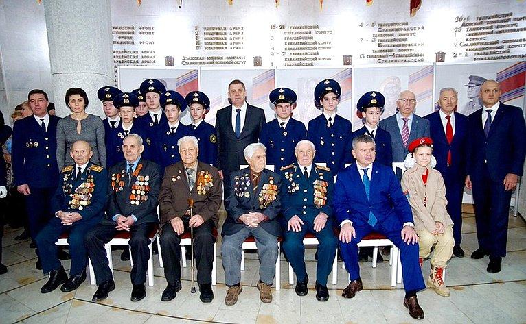 ВТриумфальном зале музея-панорамы «Сталинградская битва» состоялось торжественное открытие выставки «Символы Победы»