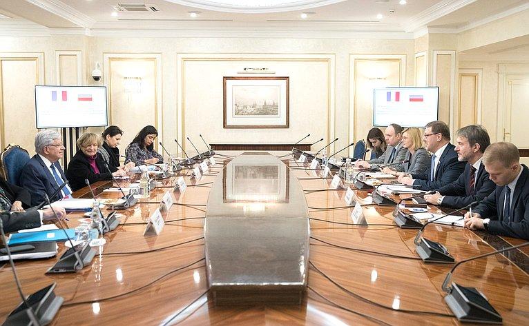 Константин Косачев провел встречу соспециальным представителем Президента Франции поразвитию отношений сРоссией Жан-Пьером Шевенманом