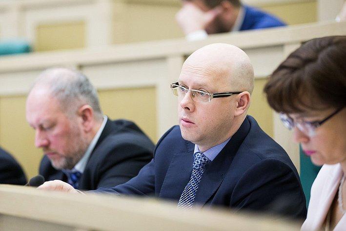 А. Беляков на385-м заседании Совета Федерации