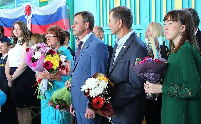 Виктор Новожилов принял участие вторжественной линейке всредней школе №90 п. Кулой Вельского района
